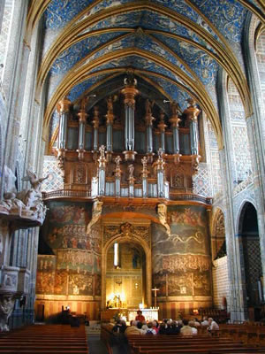 Les points d'énergie forment des vortex qui sont visibles par clairvoyance. Il y en a un derrière l'autel de la cathédrale d'Auch, ou au centre du labyrinthe de Chartres.